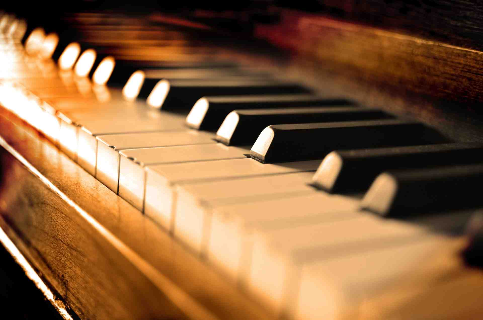 1 hour piano or singing lesson with Gemma (teacher) leading to perfomance at assembly Image