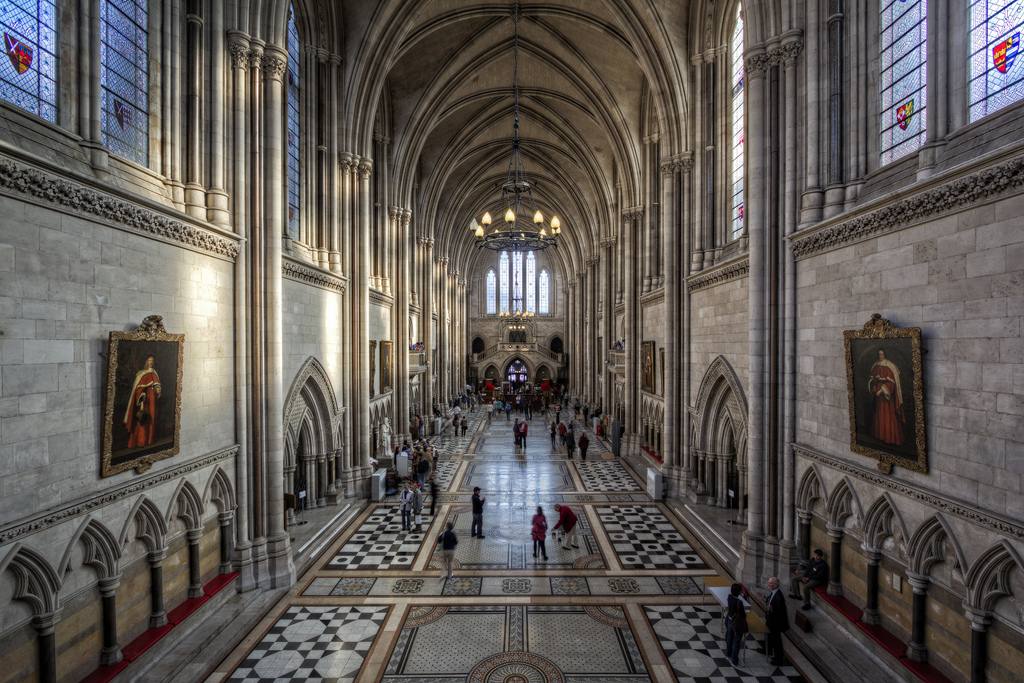 A trip around the Royal Courts and lunch at Middle Temple